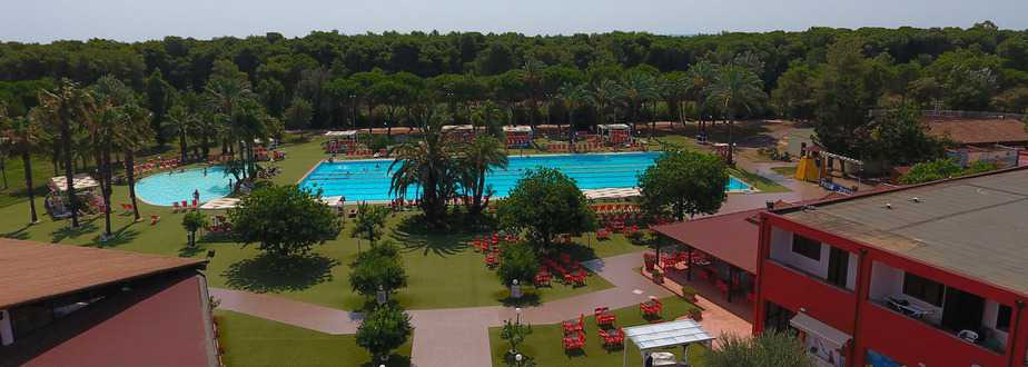 piscina-villaggio-torre-del-faro